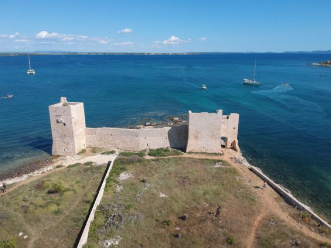 Vir- Kastelina, Obrovac és a Perusic várkastély