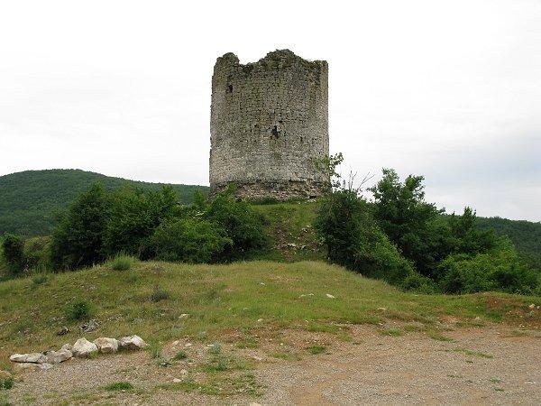 Tuska kula, Gradina