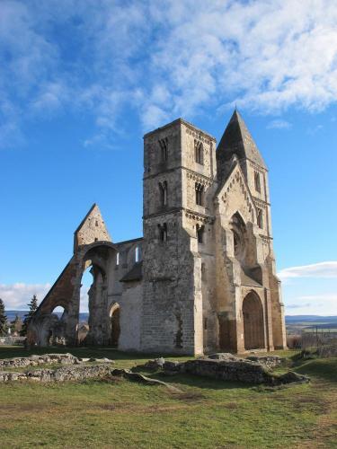 Romtemplom - premontrei kolostor és templom
